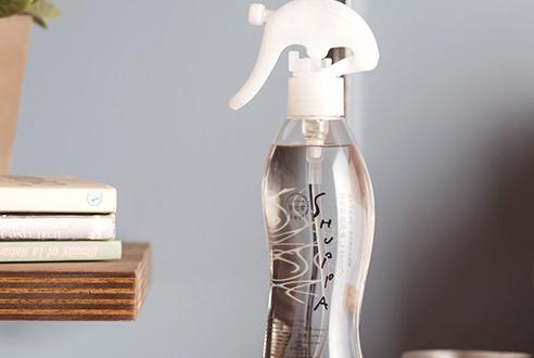 除菌スプレー(電解水)をお探しなら【ドウム非化学洗浄水株式会社】の「シュッパ」! 「除菌スプレー」のイメージ画像